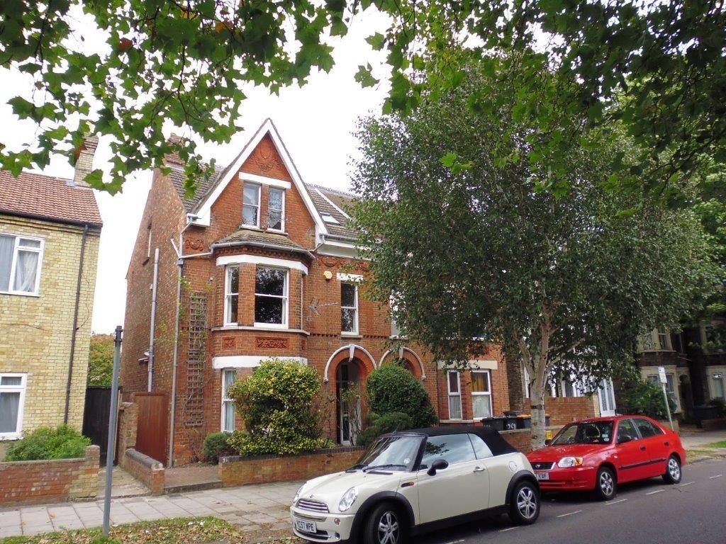 Warwick Avenue, Bedford